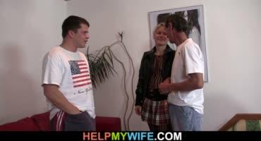 Муж наблюдает за страстным сексом жены с молодым любовником