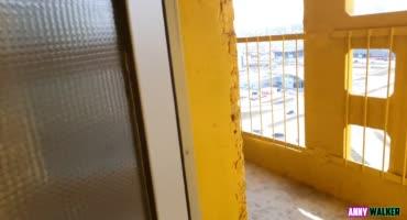 Русская красотка получила не романтику, а стояк в киску на балконе многоэтажки