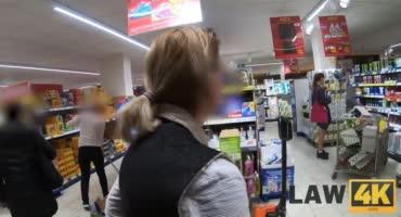 Гадкие охранники в магазине отодрали худышку в подсобке