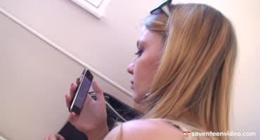 В связи с карантином, девушка проходит порно кастинг дистанционно