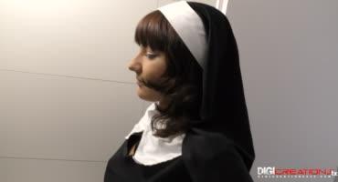 18-летняя монашка напилась спермы из члена негра
