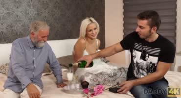Милая блондинка изменяет парню с его отцом