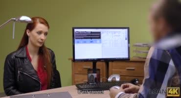 Рыжую сисястую телку трахают раком возле стола на собеседовании