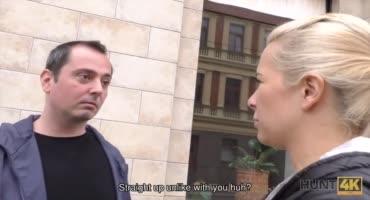 Блондинка трахается с незнакомцем на глазах у своего парня