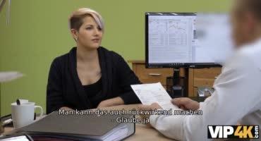 Красивая чешка устроилась на работу при помощи вагины