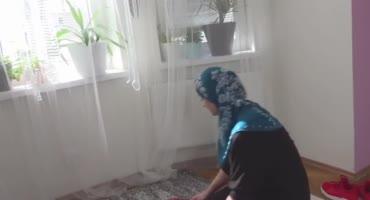 Девушка в хиджабе отсасывает член и трахается