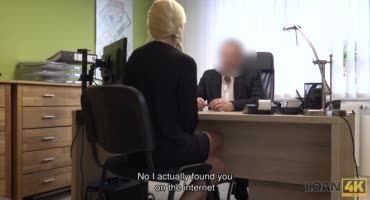 Сочную сучку трахает привлекательный начальник