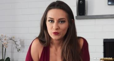 смотреть Девка показала, как она нестандартно подходит к сексу