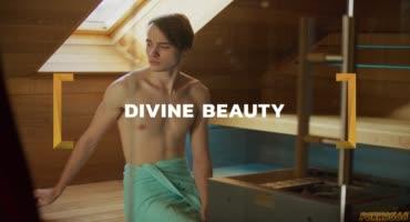 Пацанчик в бане развлекается с обворожительной блондой