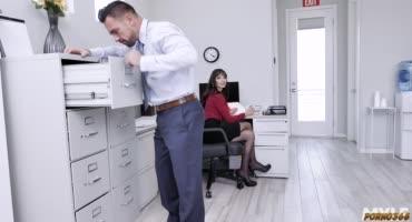 Бесстыдники устроили разврат прямо на рабочем месте