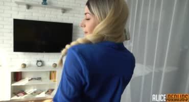 Блондинка просто в шоке от секса со своим парнем