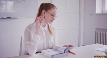 Русские студентки изучают язык при помощи члена