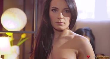 Страстный лесбийский секс двух горячих телочек