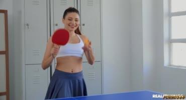Лия Сильвер сыграла в настольный теннис с Талией Минт