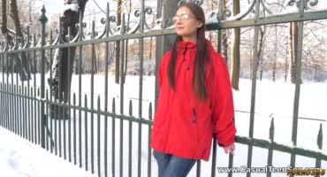 Русская студентка трахается с парнем дома