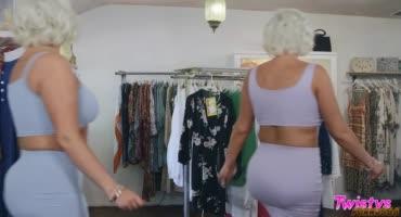 Зрелые лесбиянки решили заняться сексом в магазине