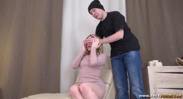Куколд подарил блондинке возможность трахнуться с настоящим мужчиной