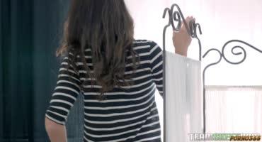 Китана Лур трахается со своим парнем пока нет родителей