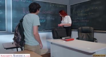 Первый секс со своей учительницей по английскому в школе