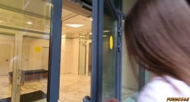 Русская парочка трахается в комфортном лифте