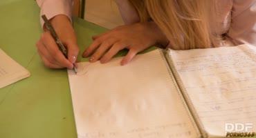 Люси Харт преподы наказали прям в школе и жестко ее выебали