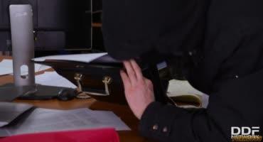 Преступник понёс наказание прямо на месте преступления