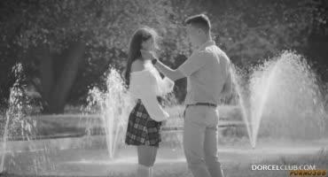 Парень уговорил девушку надеть чулки, которые безумно его заводят