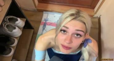 Парниша трахает сексуальную блонду в анал пока жены нет дома
