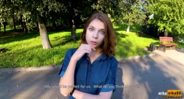 Русскую шлюшку развел на секс за деньги странный незнакомец