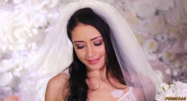 Привлекательная невеста устроила своему жениху отличную брачную ночь