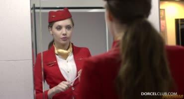Девка и её пилотка требовали мужской пенис