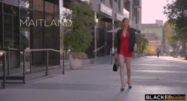 Женатый чувак снял рыжеволосую проститутку и как следует засадил ей