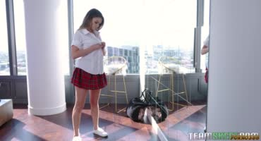 смотреть Пошлую студентку в секси-юбке трахнул препод