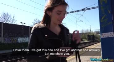 Девка в кожанке отдалась за 500 евро в заброшке