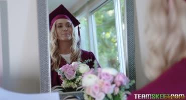 Получила диплом и на радостях отдалась другу