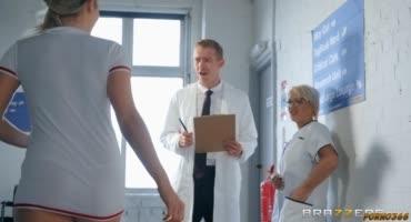 Сексуальная медсестричка соблазнила доктора с длинным членом