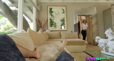 Габби Картер следит за спящим мужем пытается отсосать
