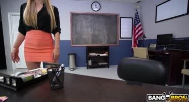 Студентка была не против попробовать быстрый перепихон с преподом