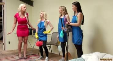 Три домработницы занялись лесбийскими играми во время работы
