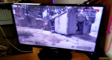 Русская шлюшка под предлогом поиграть в компьютер пришла к парню