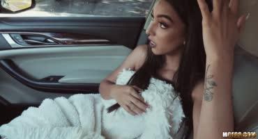 Порнуха с худой армянской девушкой и ее волосатой киской