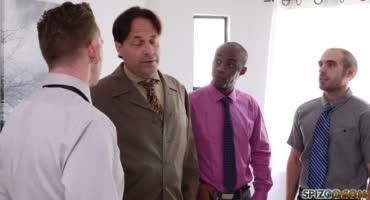 Мужики пришли на собеседование и вчетвером поимели молоденькую секретаршу
