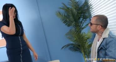 Дерзкая училка-Рейган Фокс наказала отстающего ученика хорошим трахом в школе