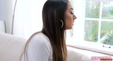Сводная сестричка Лили отблагодарила братика и подарила незабываемый секс