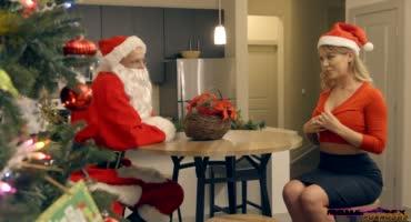 Санта Клаус трахнул молоденькую шлюшку и её маму