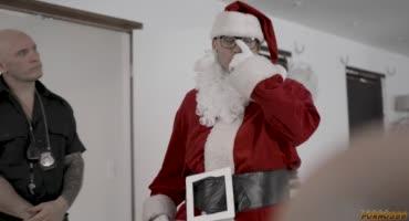 Санта отомстил полицейскому и трахнул его сексуальную дочку
