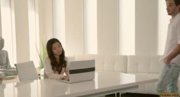 Молоденькая азиатская массажистка предоставляет интимные услуги с бонусами