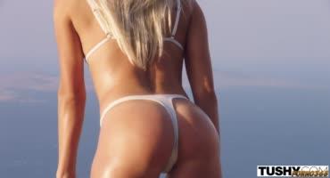 Эрик Эверхард привел блонду Анжелику Грейс на пляж