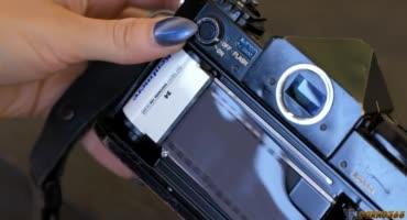 Молоденькая красотка променяла фотоаппарат на скользкий член
