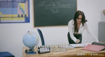 Очкастая учительница трахнулась в задницу